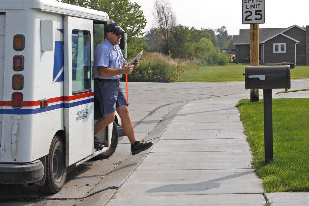USPS letter carrier retires after 36 years of service