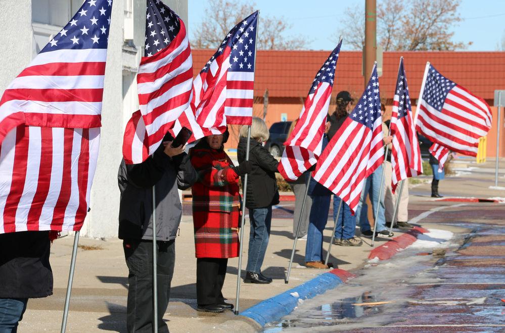 Community welcomes veterans traveling through Scottsbluff for Honor Flight