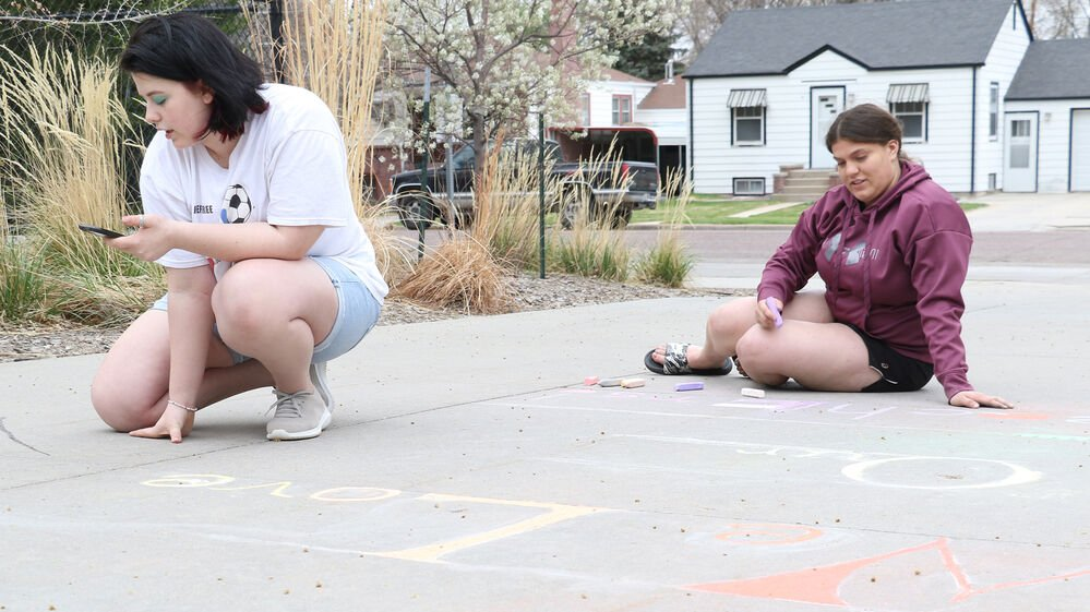 Gering Art Club uses talents to show appreciation for teachers