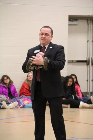 Riverside Discovery Center introduces animals at Lincoln Elementary