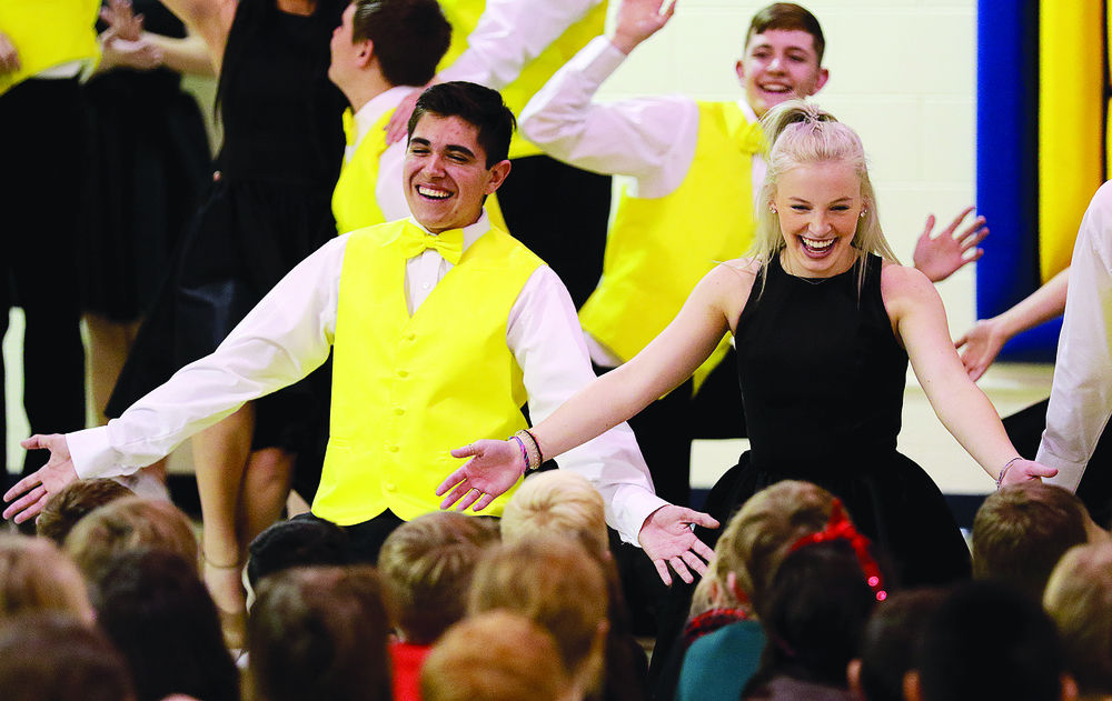 Gering's Harmony closes out fall semester with Northfield Elementary performance