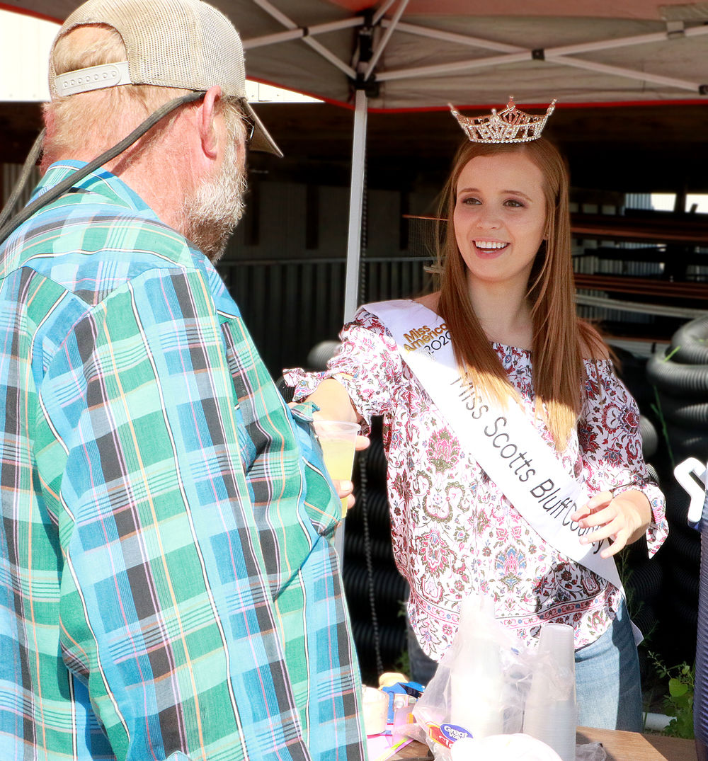 Miss Scotts Bluff County Makinzie Gregory connects over lemonade stand, raises money for children
