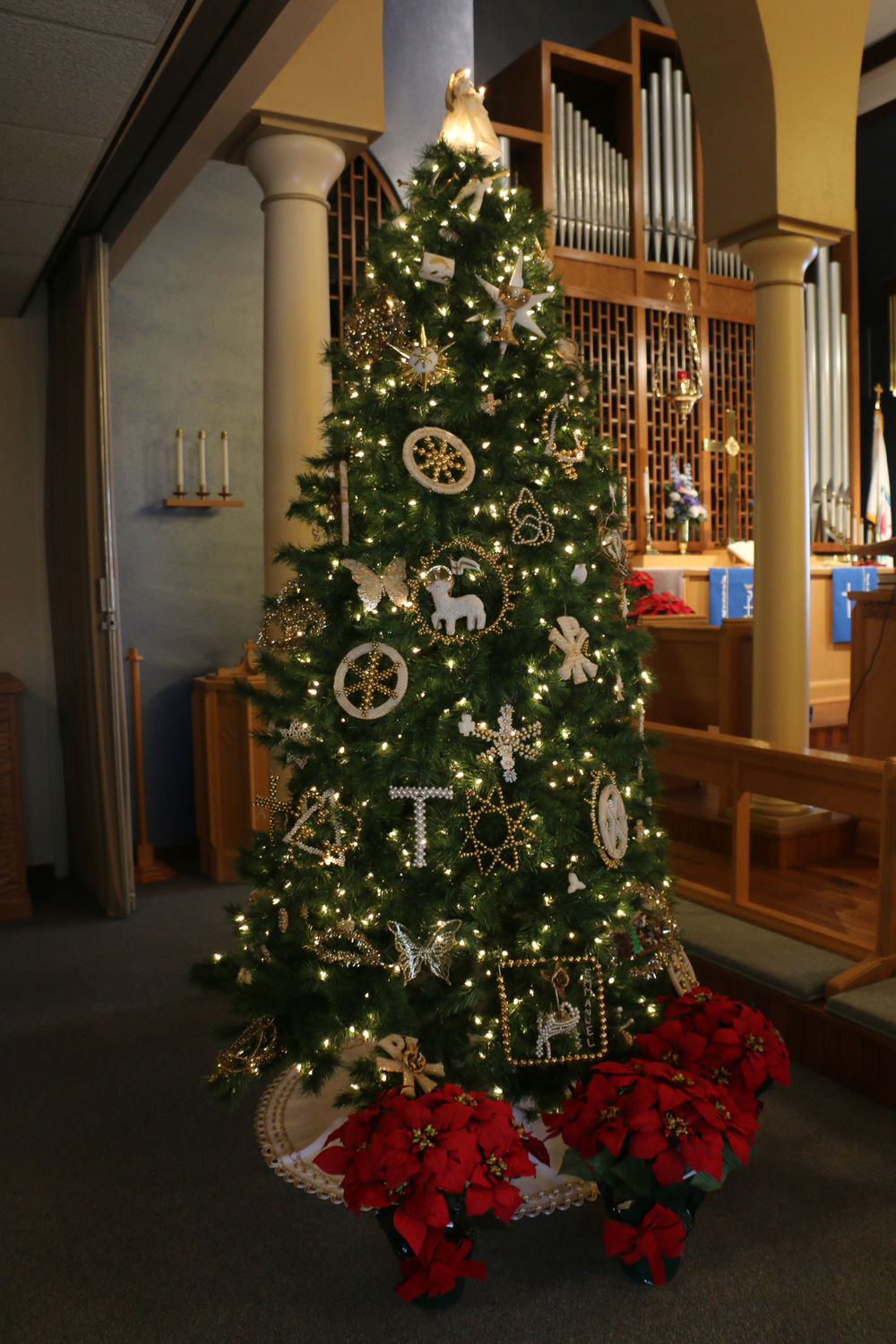 Chrismons display at local church represents the meaning ...