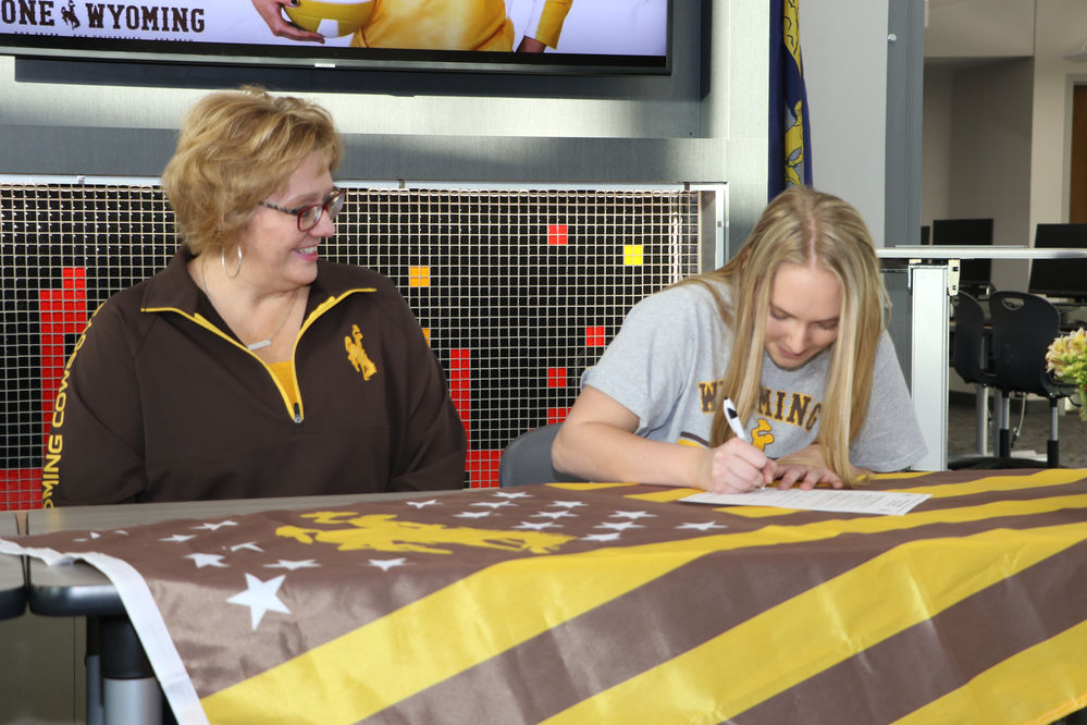 Zoee Smith, Keana Island follow in parents' footsteps