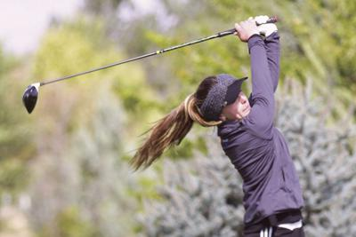 Gering's Madi Schlaepfer takes first at district golf meet