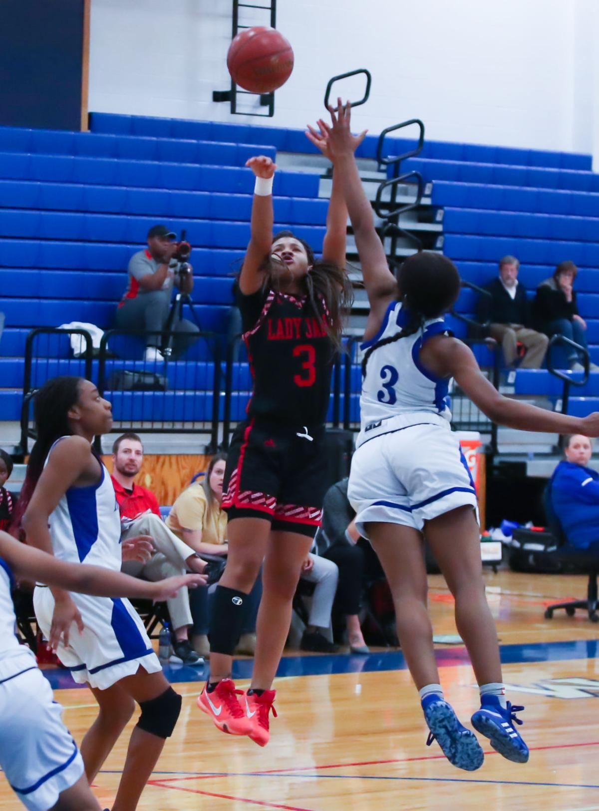 HORN GIRLS BASKETBALL JASMINE SHAVERS