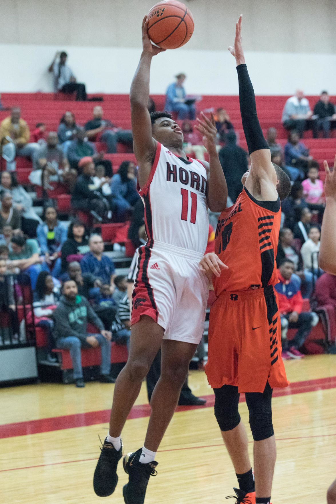 HORN BOYS BASKETBALL ZAAKIR SAWYER