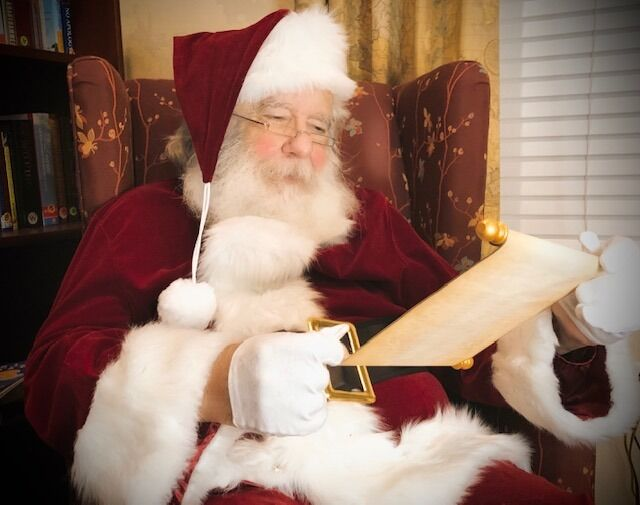 This retired Plano resident won't let COVID-19 keep children from meeting Santa Claus