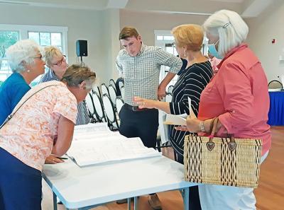 Rivermist residents review plans