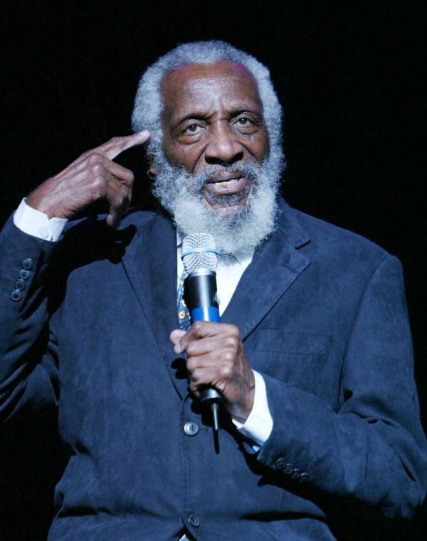 SIU mourns death of alum and comedian Dick Gregory