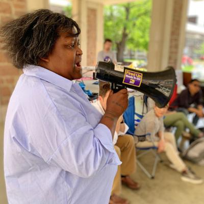 WashU workers fight for $15 minimum wage, Graduate students occupy Quad to pressure chancellor-elect