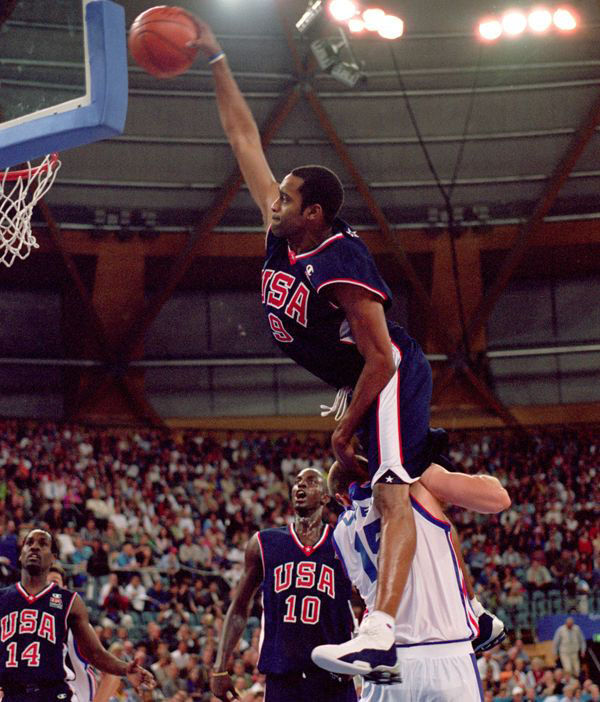 Vince Carter dunks over Frederic Weis