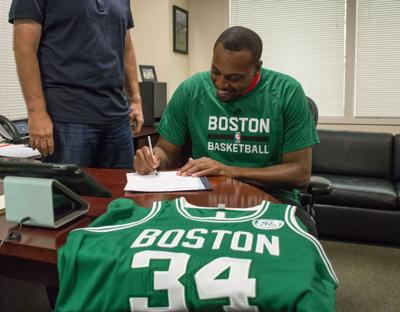 new product 917c2 55d0c Paul Pierce signs one-day contract with Boston, 10-time All ...
