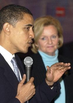 Backing Obama makes McCaskill first woman senator to oppose Clinton