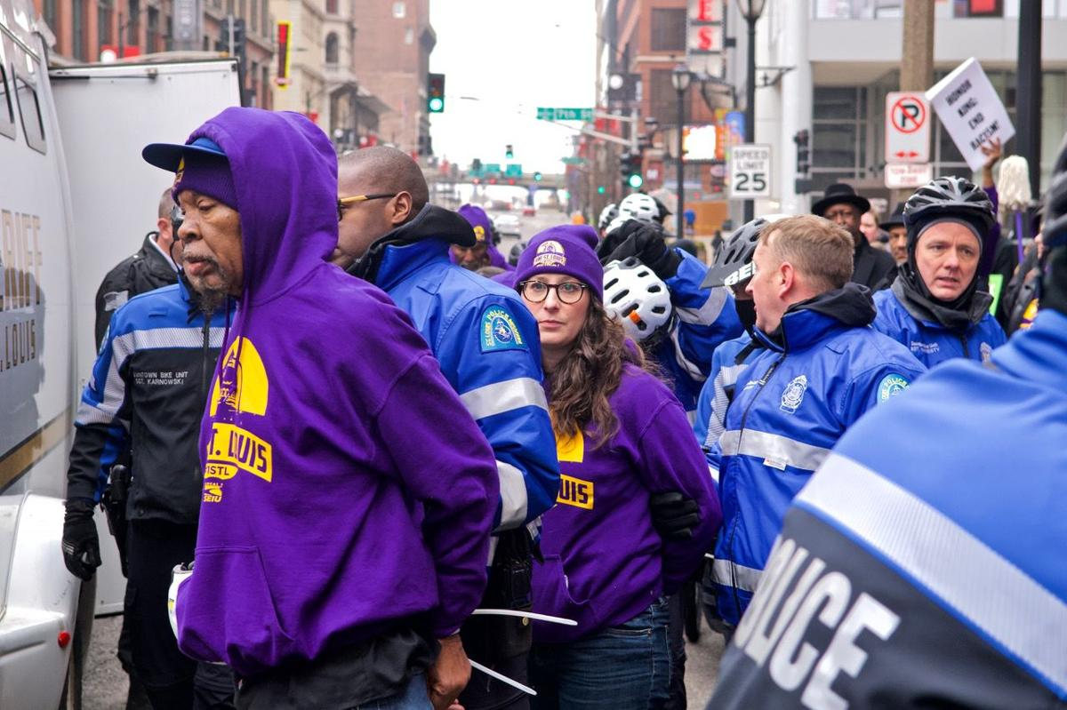 17 arrested protesting for St. Louis janitors' wages