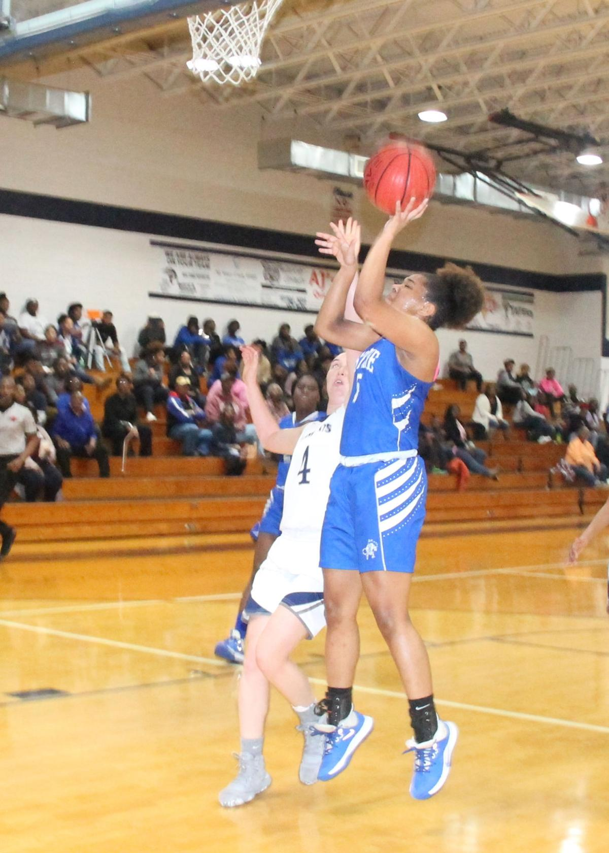 Reina Hartfield scores two of her 12 points