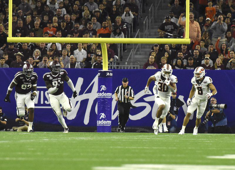 Cowboys squander early 14-point lead in Texas Bowl loss