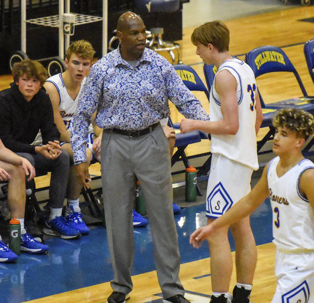 Davis resigning after 22 years as Pioneers' coach