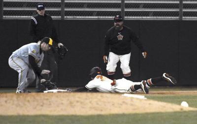 Simpson breaks out of slump with first HR in win over Shockers
