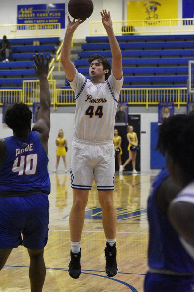 Pioneers rebound from weekend losses with easy home victory