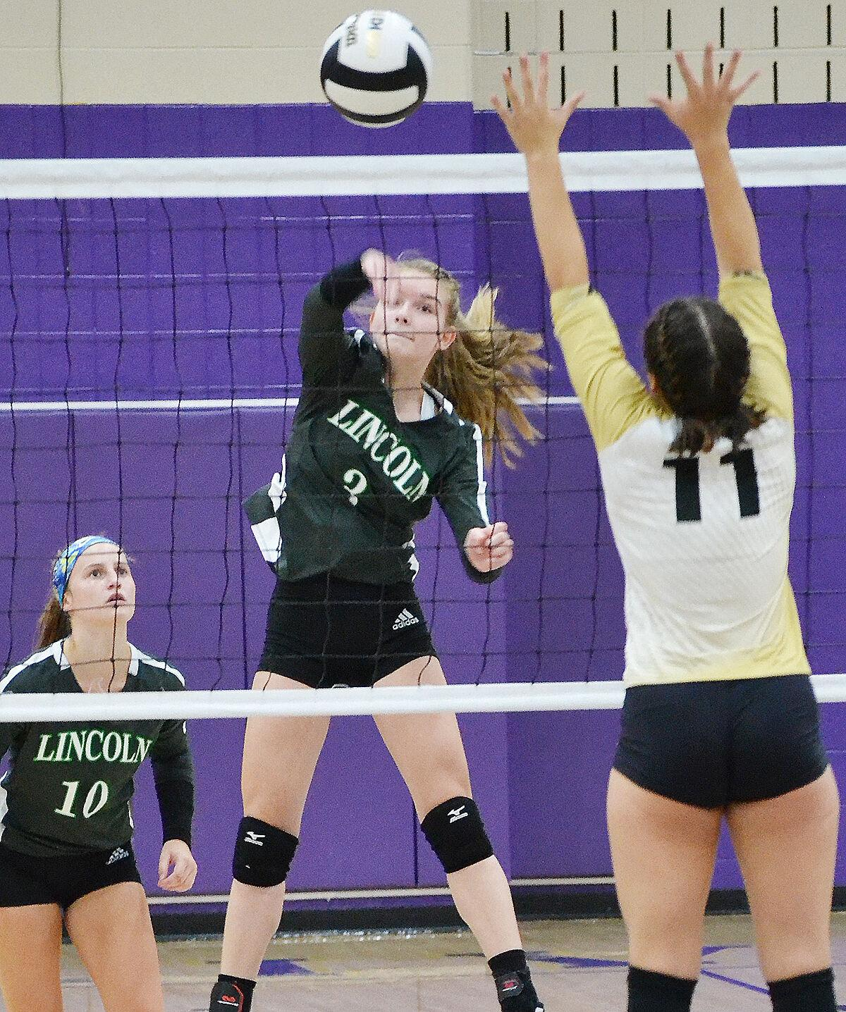 Alices cruise to sectional 3-peat