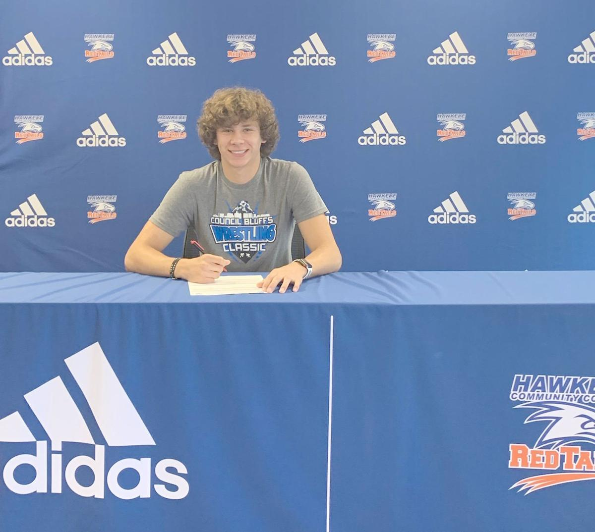 Vance to Hawkeye Community College for track