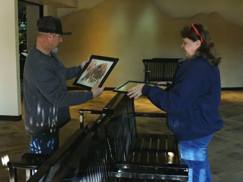 Family helps dad put up photo exhibit at refuge