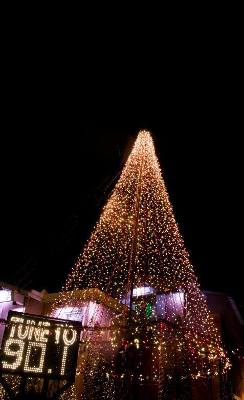 in buellton a community rallies around christmas lights local syvnews com