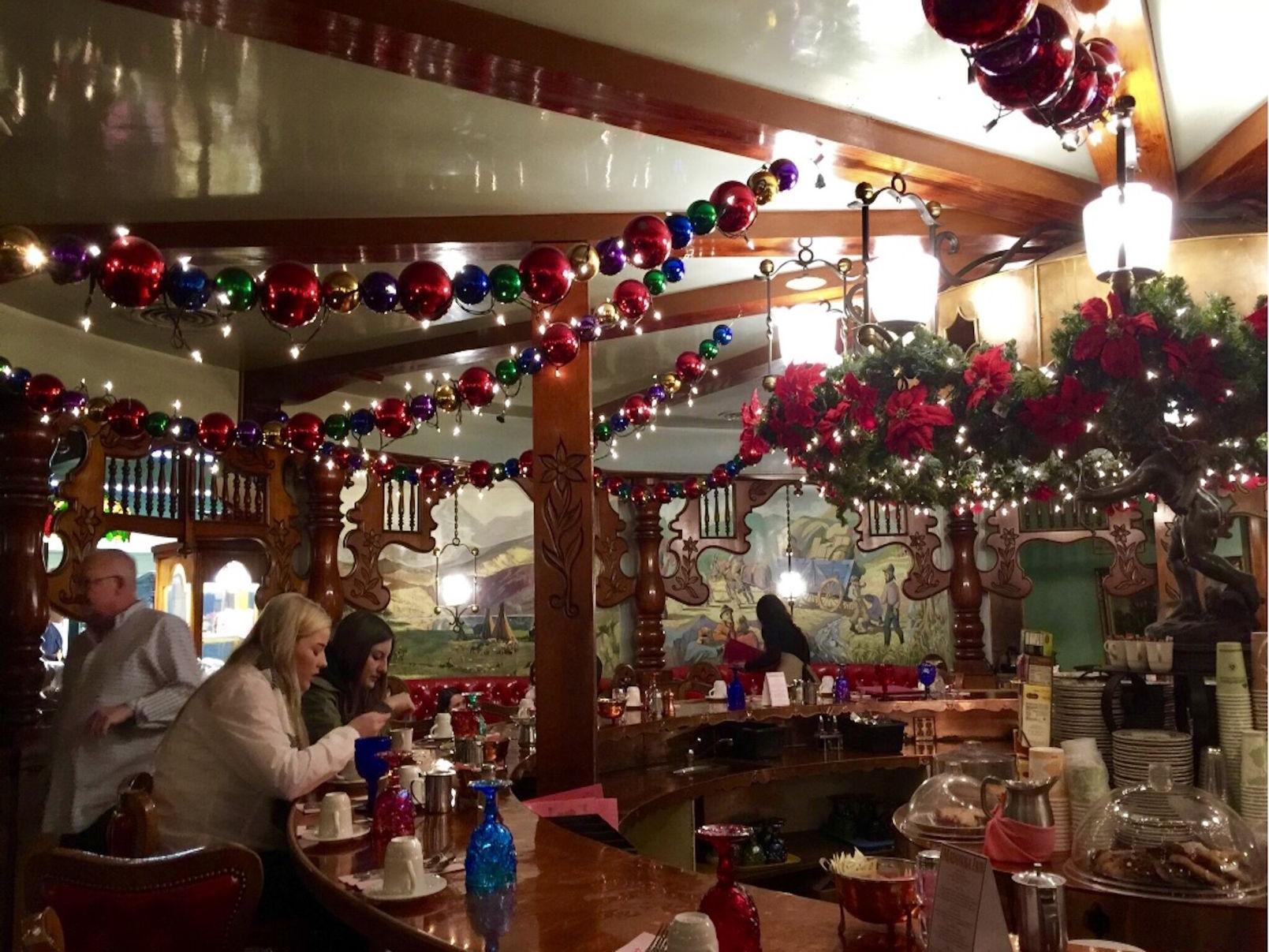 Donna Polizzi Madonna Inn Lights Up The Central Coast With Holiday Cheer Columns Syvnews Com