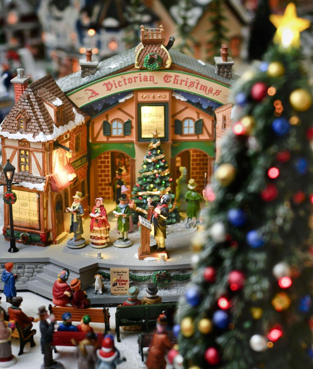 122316 Loats Christmas train 02.jpg