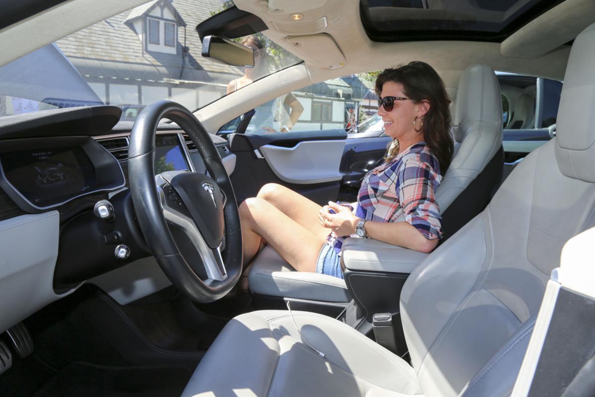 091016 Electric Vehicle Show 02.jpg