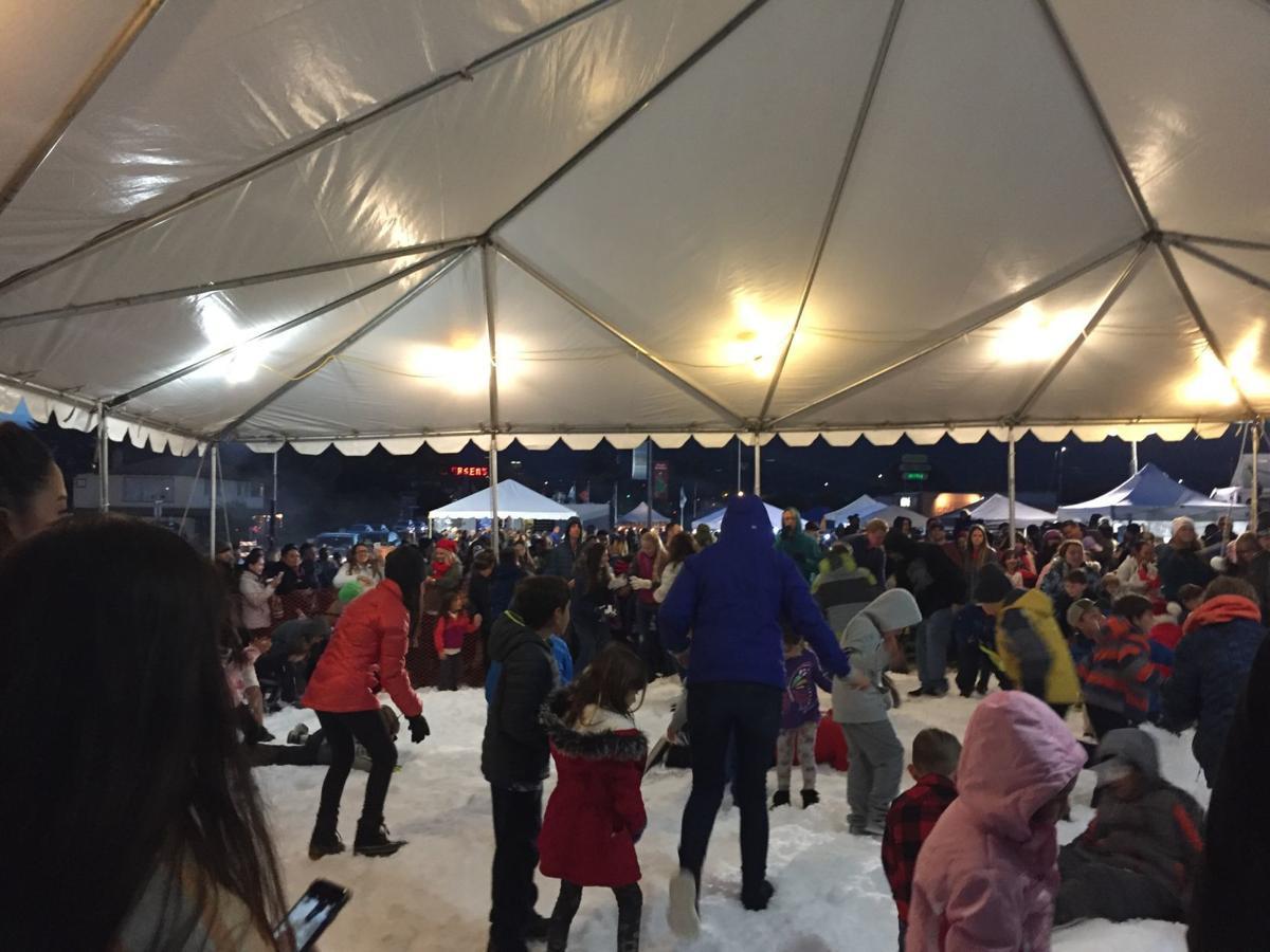 Buellton menyambut 20 ton salju, Sinterklas, banyak senyuman di Winterfest