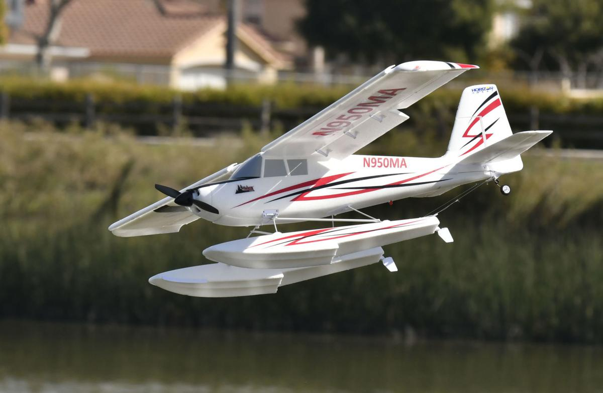 030818 RC float planes 04.jpg