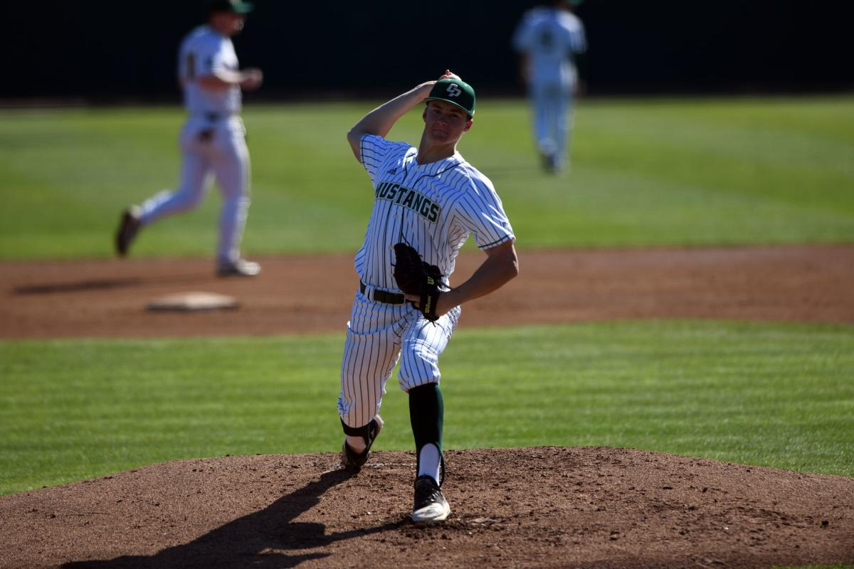 Cal Poly Beats Alumni 12 2 As Mustangs Ready For Baseball Season With Annual Alumni Game Local Syvnews Com