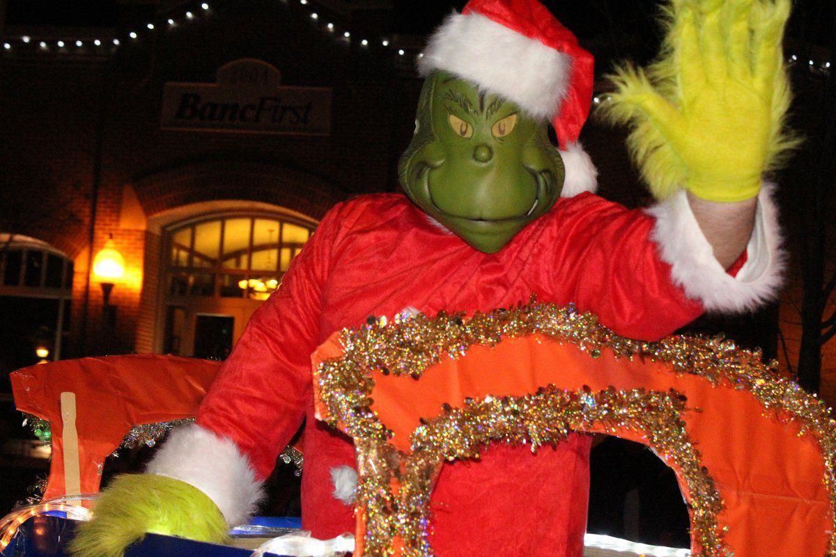Tahlequah Christmas Parade 2021 Parade Of Lights Draws 80 Entries Big Crowd News Tahlequahdailypress Com
