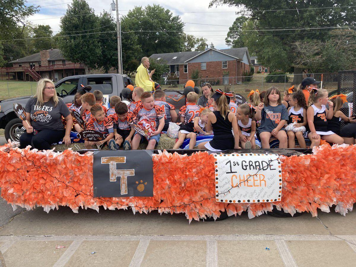 Students parade down main street for homecoming
