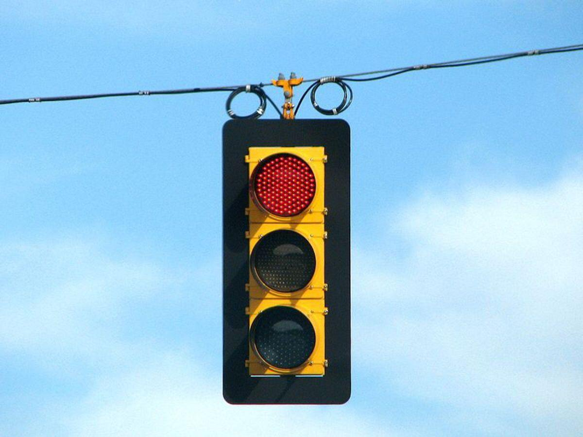5Ws+1H: What It's About: The ins and outs of traffic signals