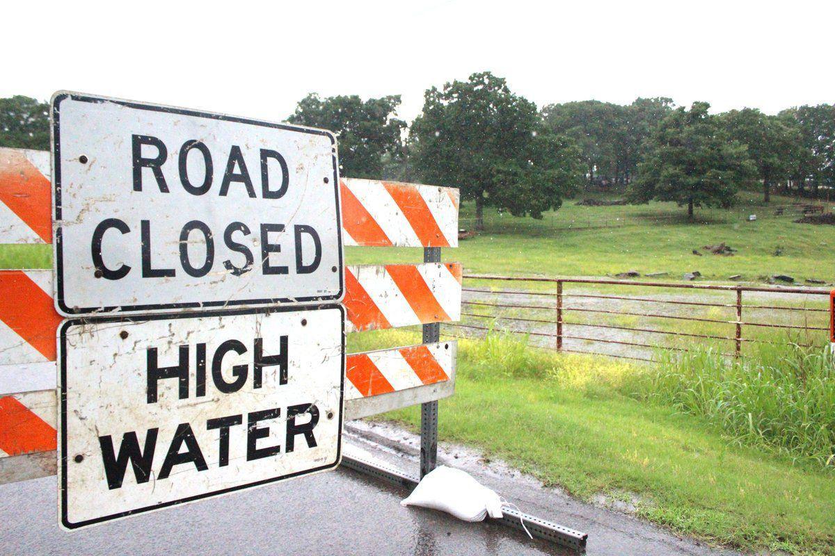 Flood advisory for Illinois River, county under flood
