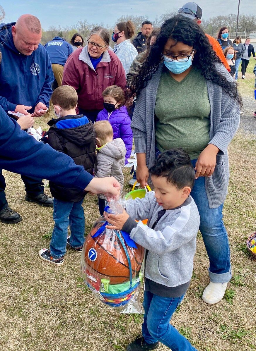 Local kids score prices at CCSO Easter Egg Hunt