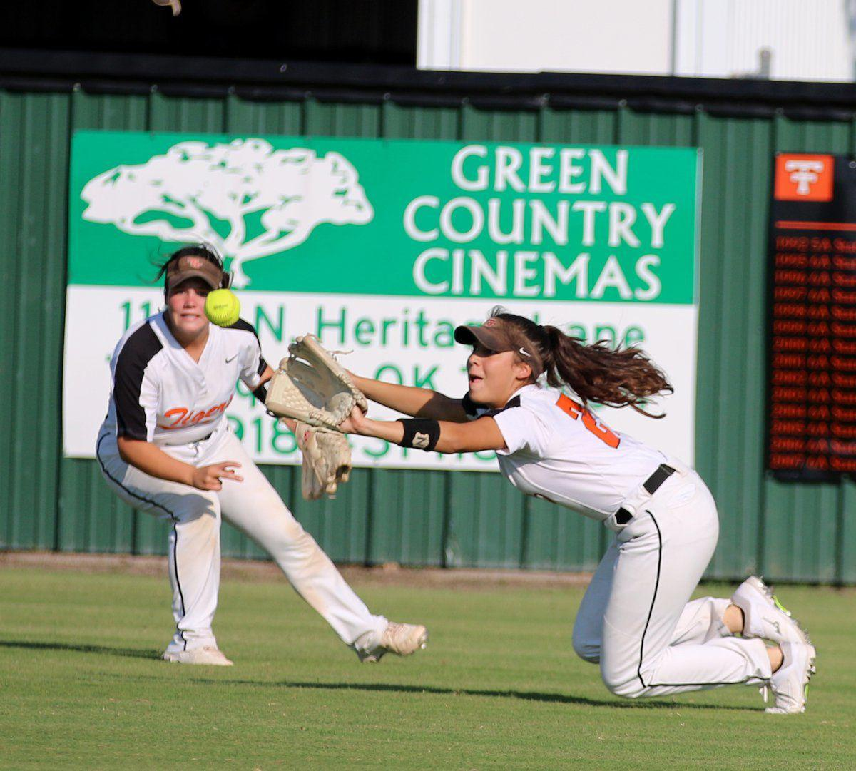 Coweta drops Tahlequah in extra innings