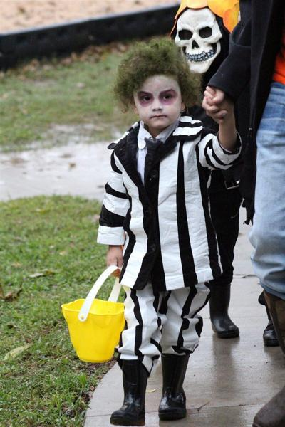 5Ws+1H: How It's Done: Halloween costumes, pumpkin carving require safety measures for kids