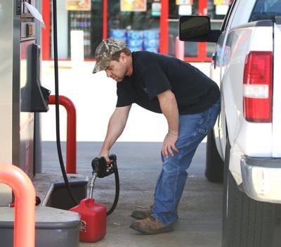 Falling oil prices hurt states, help consumers