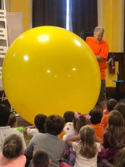 'Balloon man' urges kids to let imagination soar