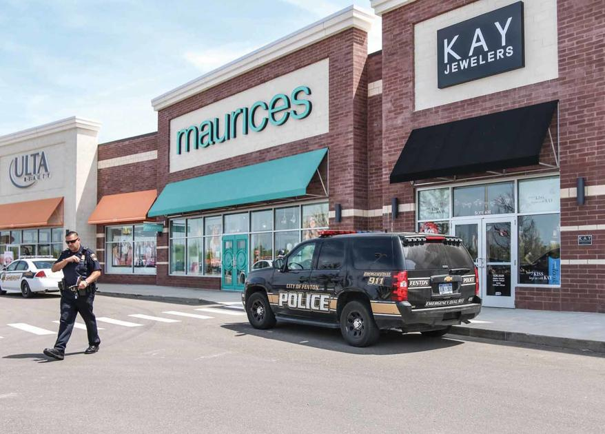 c4efa8c79 Kay Jewelers robbed in broad daylight   News for Fenton, Linden, Holly MI    tctimes.com