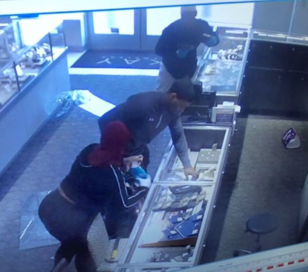 2f6b2b87b Armed robbery at Kay Jewelers   News for Fenton, Linden, Holly MI ...