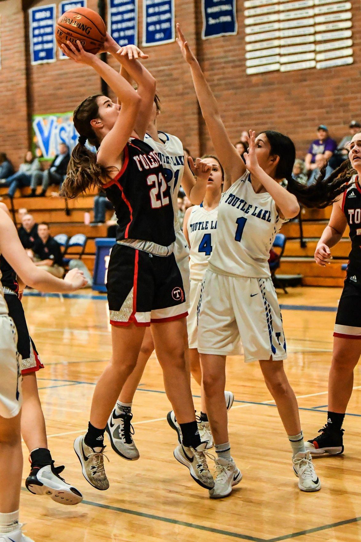 Toutle Lake vs Toledo girls basketball Cadarso Smith