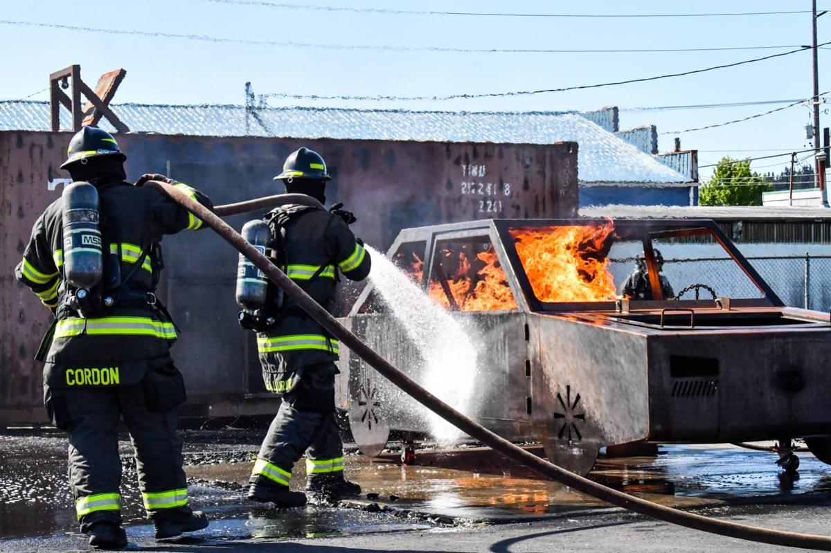 2 Firefighters vs car fire