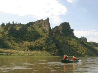 Setting Sun Spotlights Solitary >> Missouri Breaks Canoe Trip Reveals Solitary Beauty Rock Formations