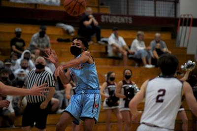 Kobe Parlin pass Mark Morris boys basketball