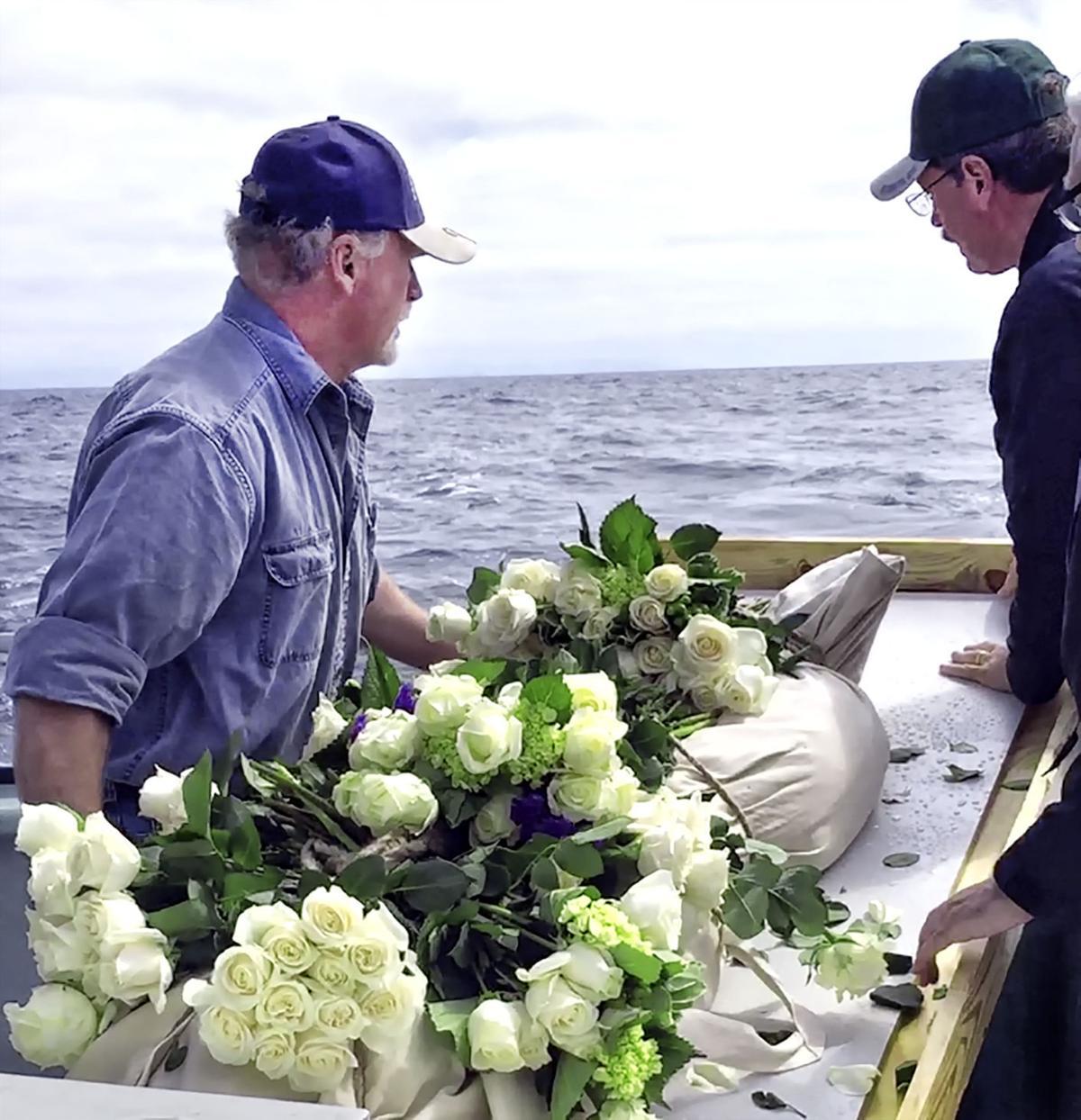 082015-lng-nws-burial-1.jpg